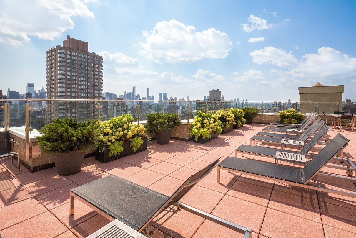 The rooftop deck at Gracie Mews located at 401 East 80th Street