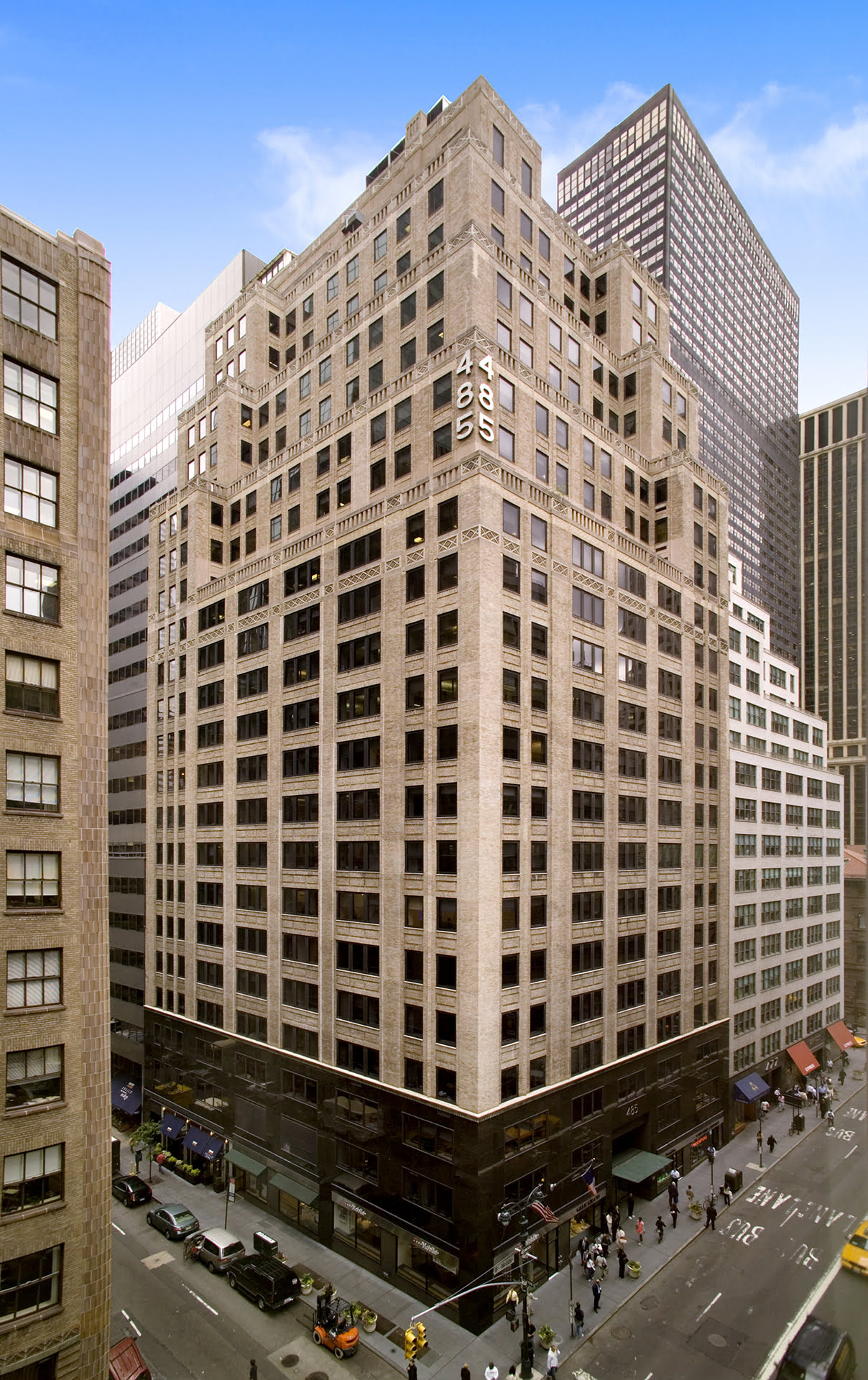 View of entire building at 485 Madison Avenue