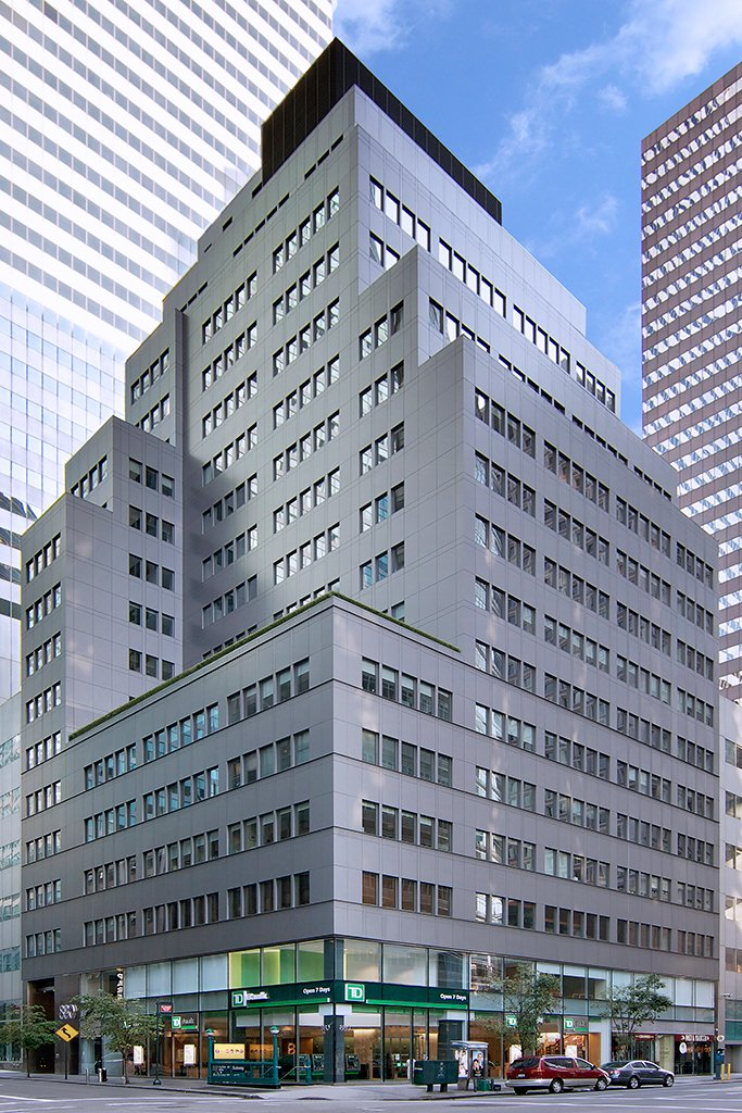 View of entire building at 880 Third Avenue